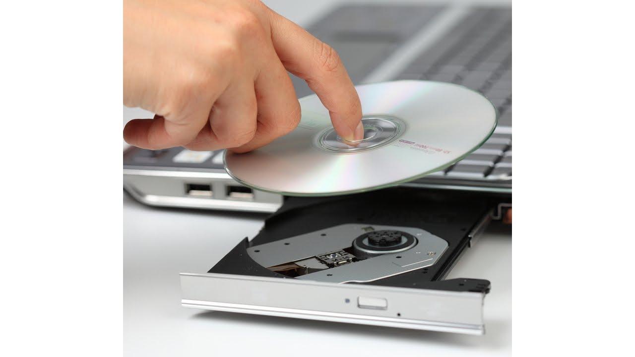 Вставляем информационный носитель в дисковод