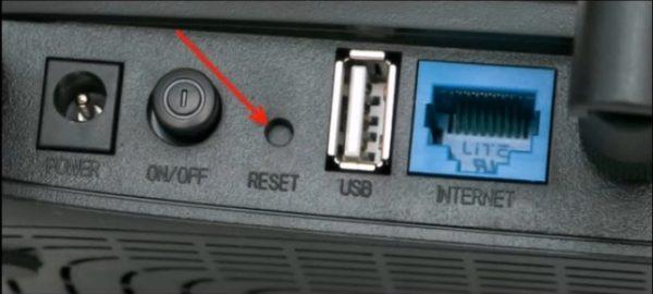 Если не помним пароль, находим кнопку «Reset» на устройстве и удерживаем в течение 10 секунд