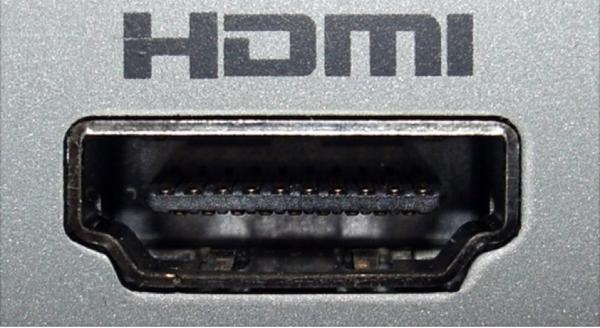 Находим разъем HDMI и подключаем кабель к компьютеру