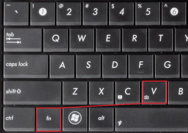 Нажимаем сочетание кнопок Fn + V на клавиатуре для отображения камеры на панели задач