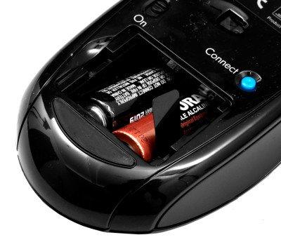 Открытая крышка в компьютерной мышке