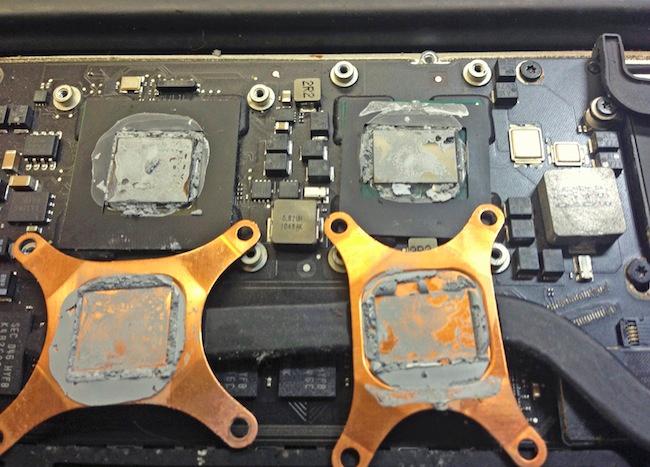 Перед тем, как нанести термопасту, необходимо полностью отчистить поверхность процессора