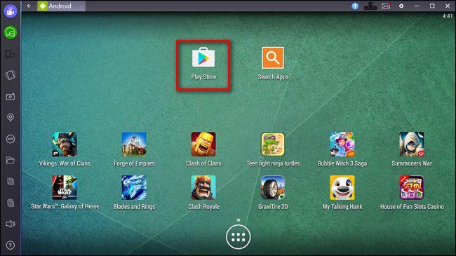 Запускаем BlueStacks и дважды щелкаем на значок Play Store