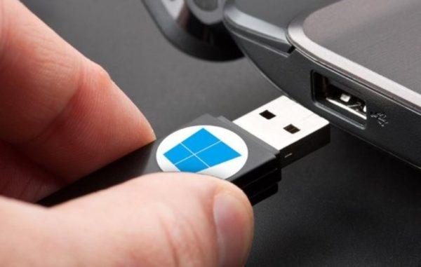 Подключаем USB-накопитель к устройству