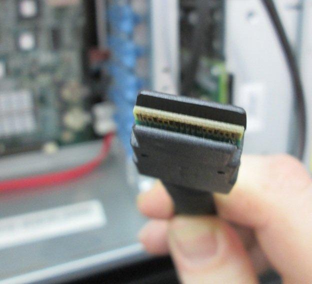 Проверяем подключение кабеля RAID к материнской плате и изменяем настройки Вашего контроллера