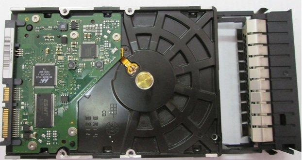 Устанавливаем жесткий диск в специальный конструктив (салазки) соответствующего размера