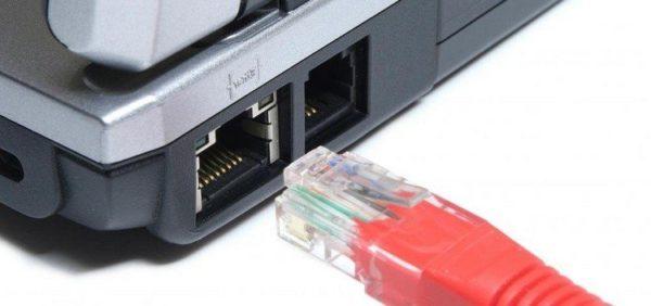 Вставим вилку RJ-45 в LAN-порт сетевой карты