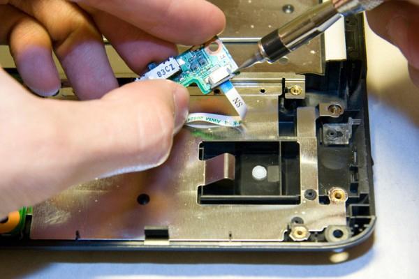 Отключить камеру ноутбука можно просто удалив ее из устройства