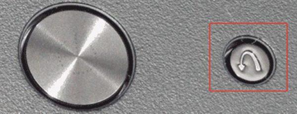 Специальная кнопка для входа в БИОС в ноутбуке Lenovo