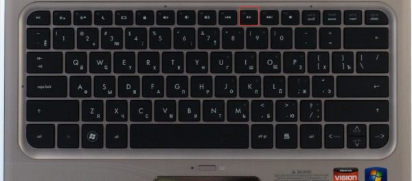 Во время загрузки системы нажимаем клавишу «F10» для входа в БИОС