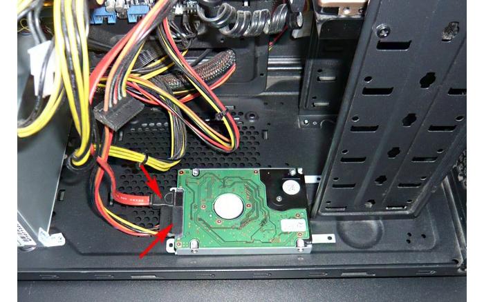 Надёжно фиксируем жесткий диск в корпусе устройства