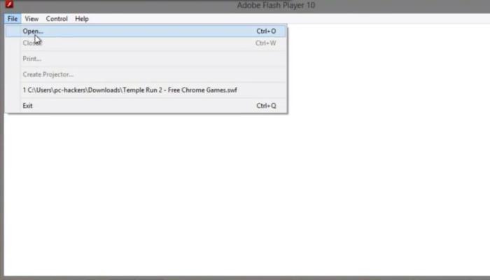 Щелкаем по вкладке «File» («Файл»), в открывшемся подменю выбираем «Open» («Открыть»)