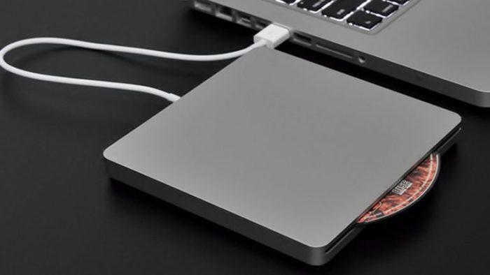 Для компьютеров MAC используется отдельный CD-привод, подключенный через USB-разъем