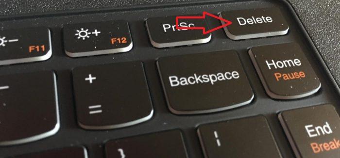 Нажимаем клавишу «Delete» или клавиши «F1», «F2»