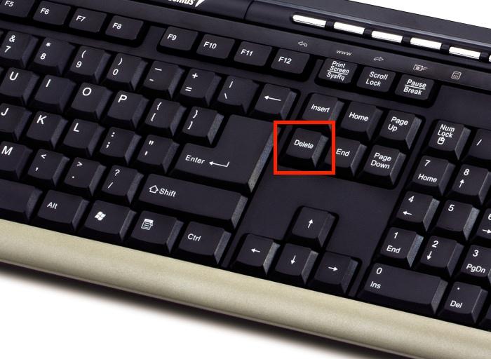 Нажимаем кнопку «Del» на клавиатуре, чтобы удалить запись