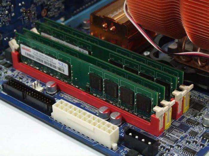 Медленная работа ПК возможна из-за устаревшего оборудования, периодически его обновляем