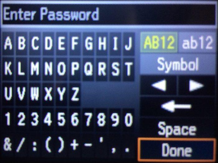 Вводим пароль от нашей сети Wi-Fi, пальцем нажимаем на кнопку «Done»