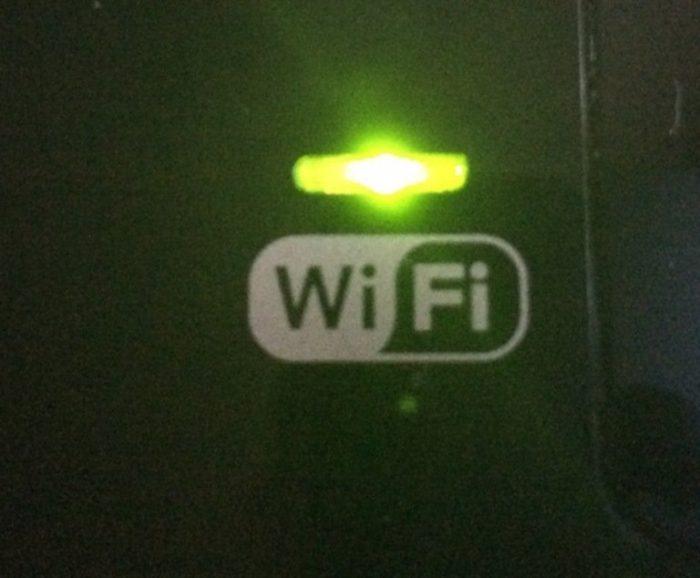 Зеленый цвет индикатора Wi-Fi на панели принтера означает, что действия выполнены верно