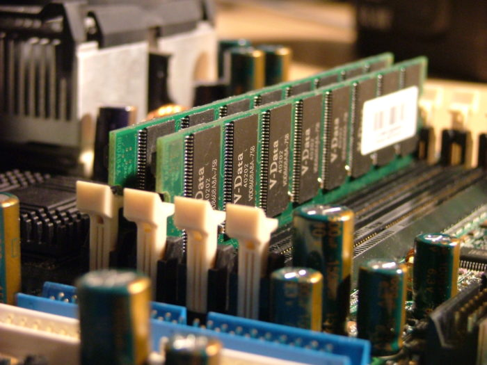Физическая память компьютера, что это такое?