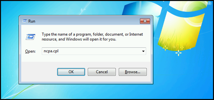 Нажимаем клавиши Win+R, печатаем в окне ncpa.cpl и нажимаем «ОК»