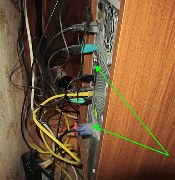 Отключаем ПК от сети, отсоединяем все провода