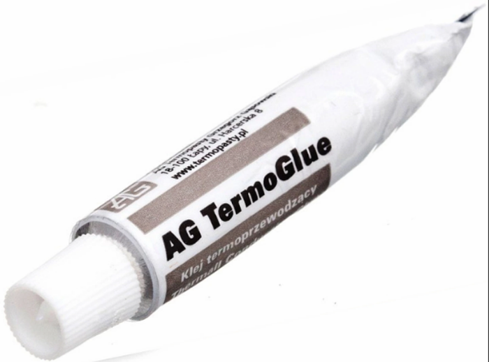 При срочной необходимости термопасту можно заменить термическим клеем