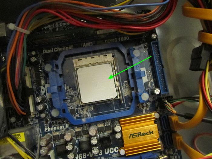 Результат нанесения термопасты на поверхность процессора