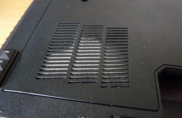 Снимаем крышку на вентиляторе