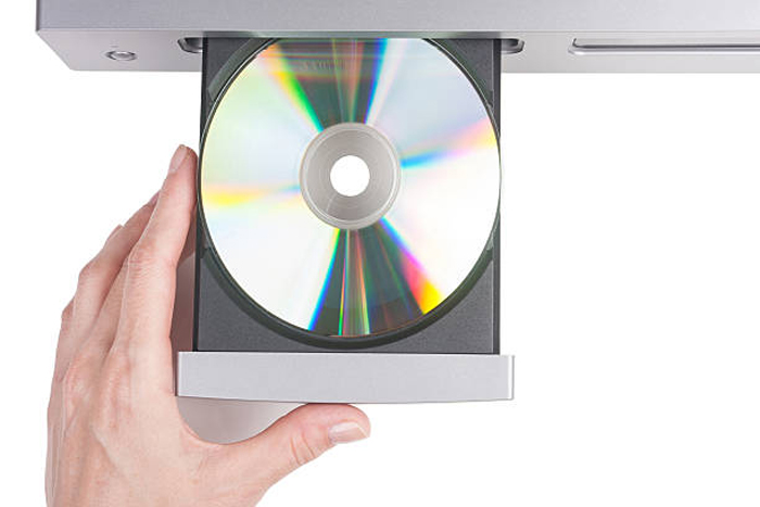 Вставляем диск с драйвером принтера в CD-привод