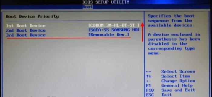 Выставляем с помощью клавиш «+» и «-» флешку на место «1st Boot Device»