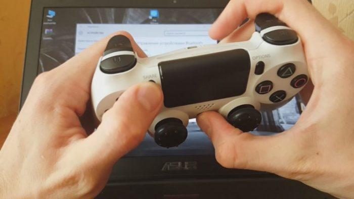 Зажимаем сочетание кнопок «PS»+«Share» на Dualshok 4