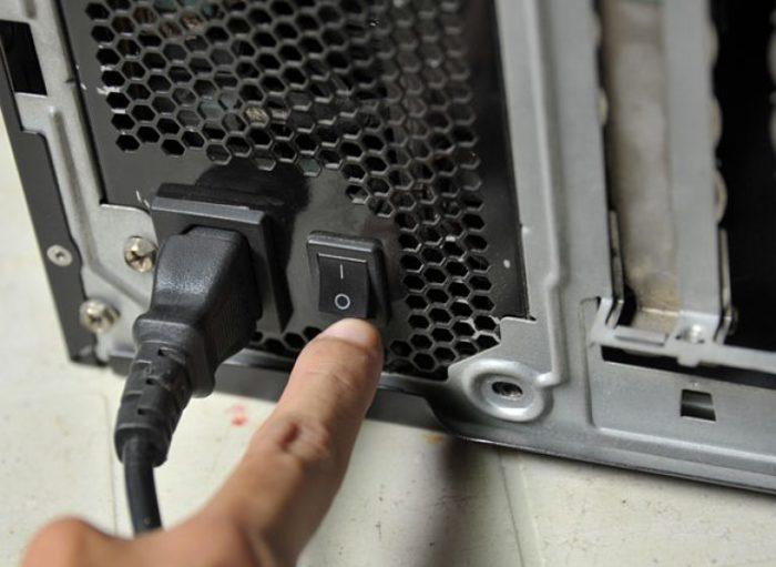 Отключаем компьютер от сети