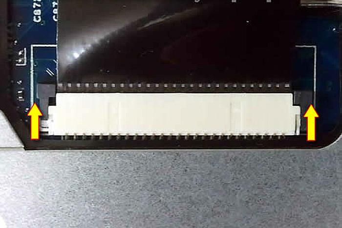 Передвигаем коричневый фиксатор примерно на 1 мм
