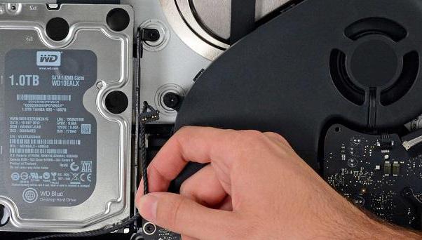 При попытке самому разобрать ноутбук, теряется гарантия