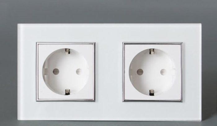 Проверяем розетку, к которой подключен ПК или подключаем к новой розетке