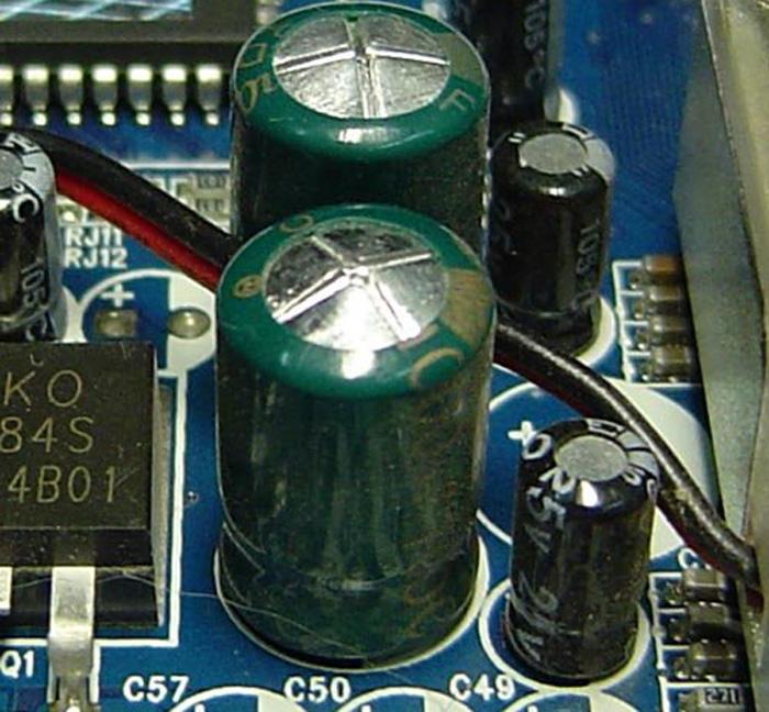 Вздувшиеся конденсаторы в блоке