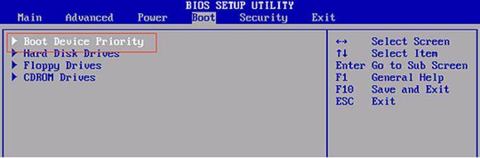 Переходим в меню «Boot» и далее к строке «Boot Device Priority», нажимаем «Enter»