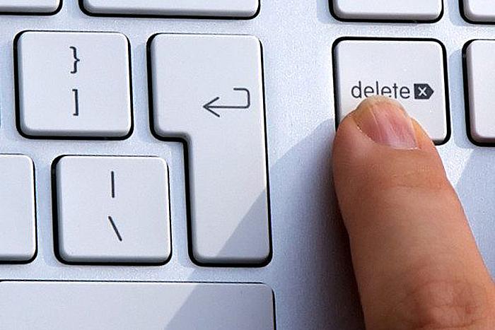 После запуска компьютера нажимаем клавишу «Del»