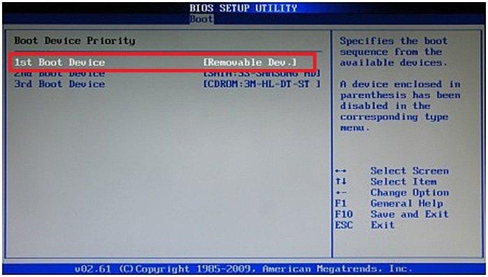 С помощью стрелок вверх-вниз переходим к подпункту «1st Boot Device», нажимаем «Enter»