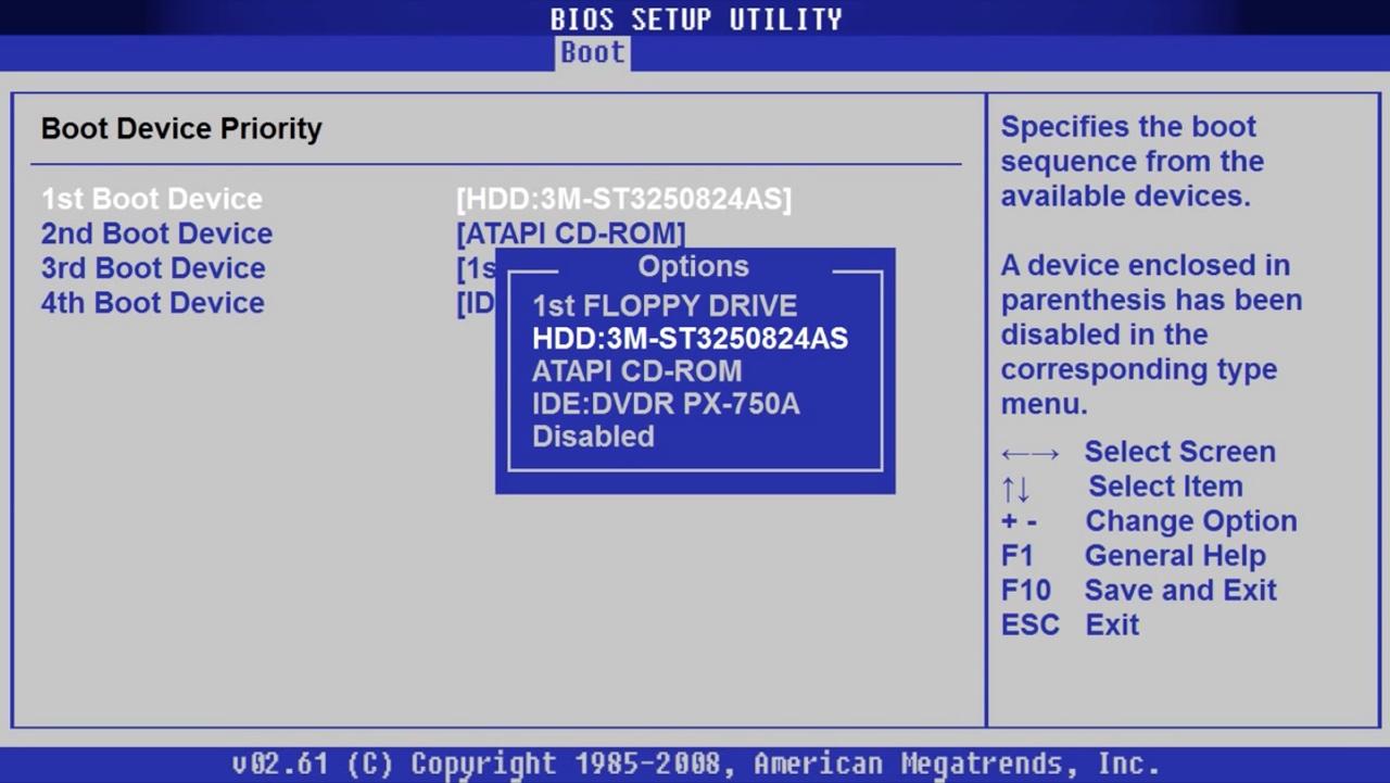 Выделяем строку c названиеv жесткого диска, перемещаем ее клавишами «+»/«-» на строку «1st Boot Device»