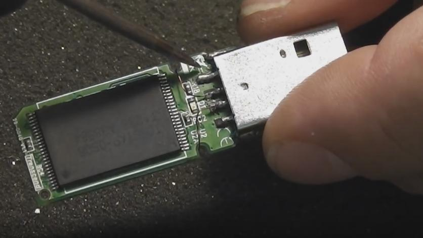 Аккуратно припаиваем USB часть к плате