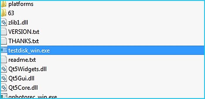 Извлекаем содержимое архива в любую папку и открываем «testdisk_win.exe»