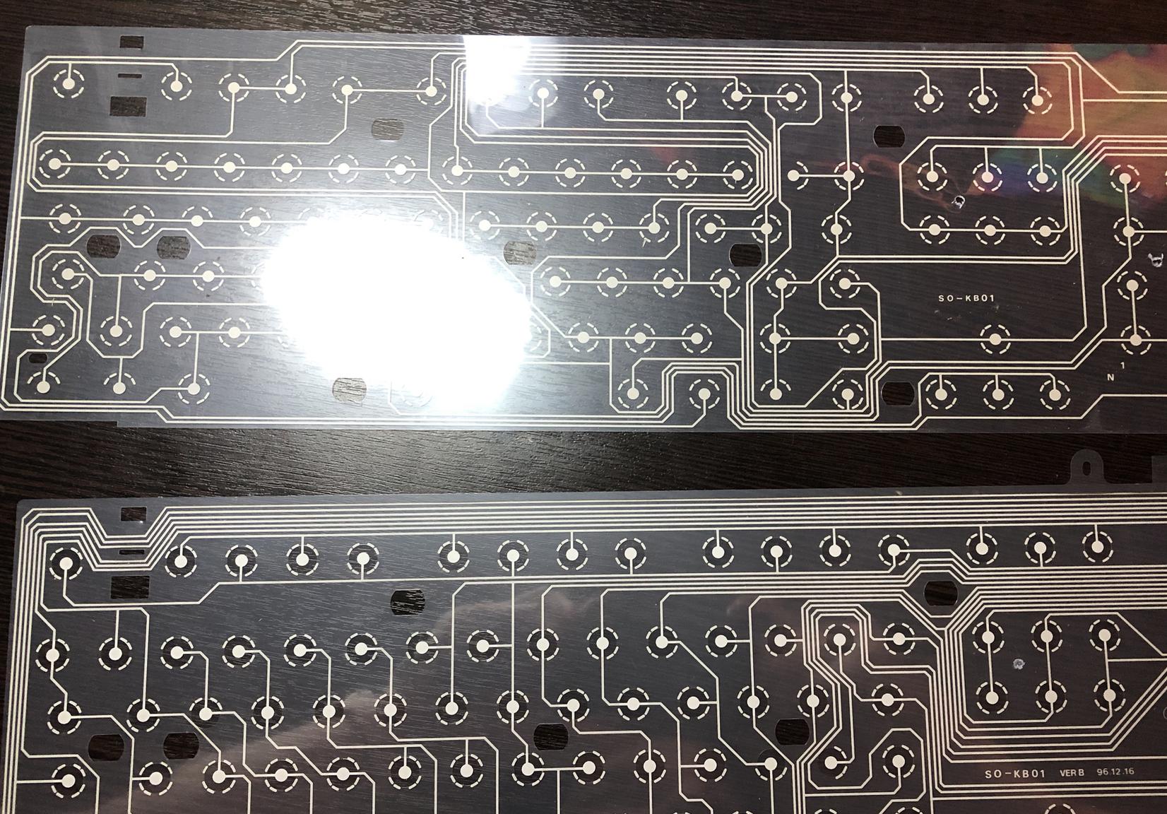 Мембрана клавиатуры состоит из двух или трех прозрачных пластин с контактными площадками, реагирующими на нажатие, разъединяем их