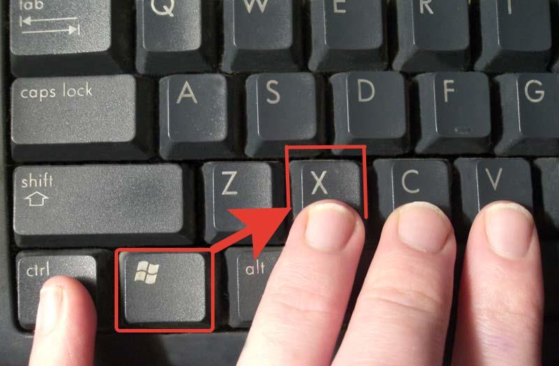 Нажимаем на клавиатуре одновременно две клавиши «Win+X»