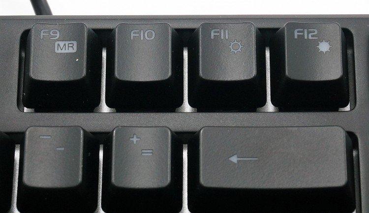 Перезапускаем ПК и сразу нажимаем клавиши «Esc», «F8», «F12»