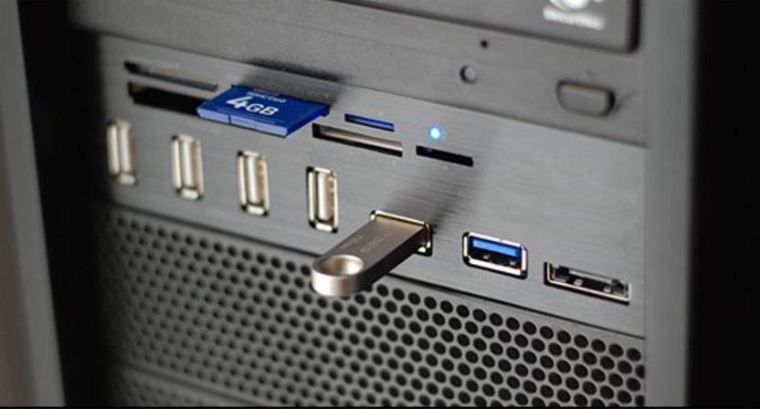 Подключаем USB-накопитель к ПК