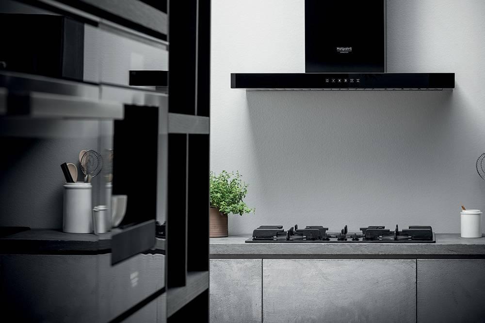 Кухня со встроенной техникой HOTPOINT-ARISTON