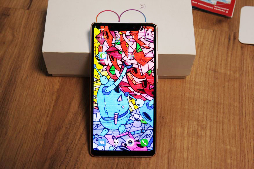 """Дисплей смартфона - 5.88"""", 2244х1080 пикселей, SuperAMOLED, 423 ppi, яркость 600 нит, 18,7-9, расширенный цветовой диапазон DCI-P3"""