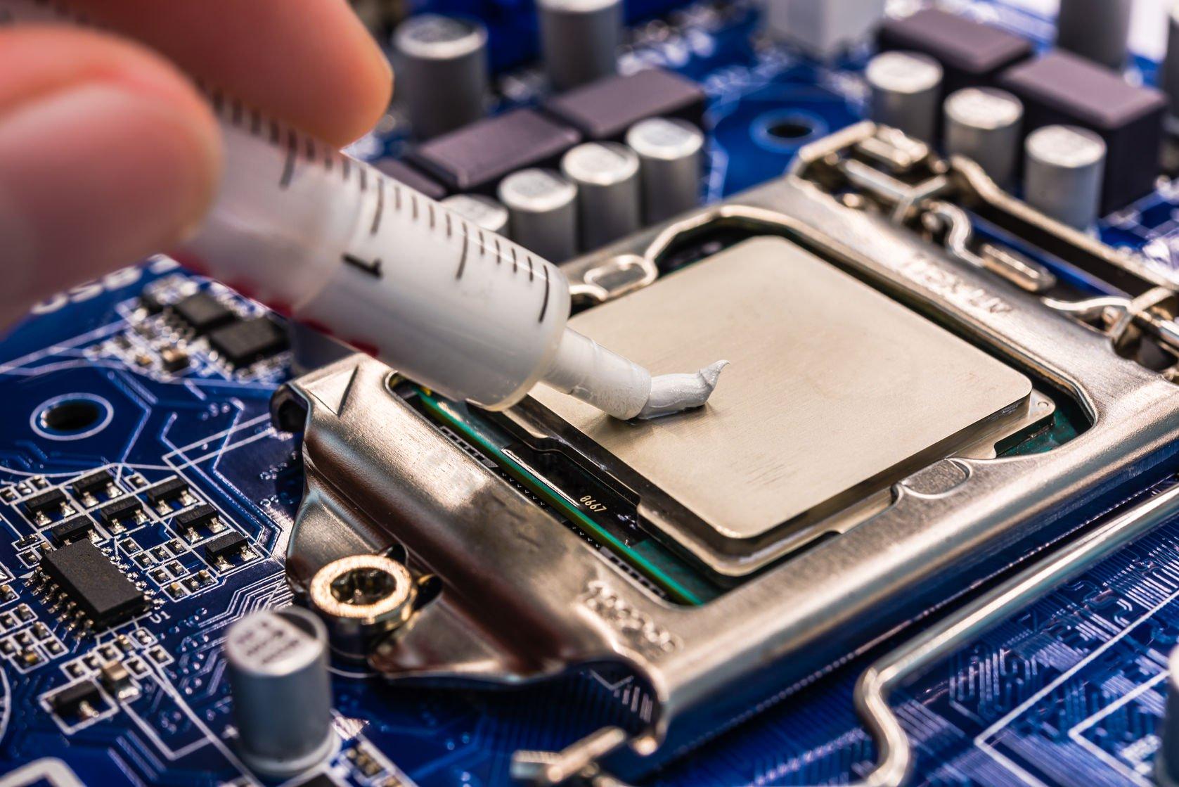 Для оптимальной работы процессора используются системы охлаждения в виде термопасты