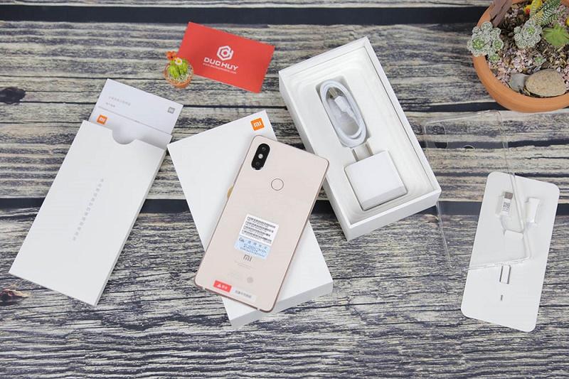 Комплектация Xiaomi Mi 8 SE